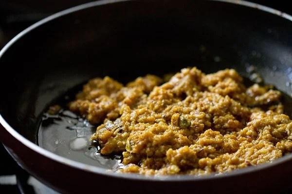 making kaju khoya masala