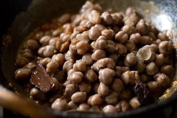 adding chole, adding chana