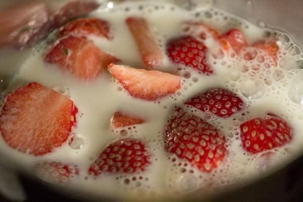 milk for strawberry milkshake recipe