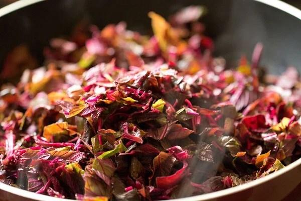 add tambdi leaves, add amaranth leaves