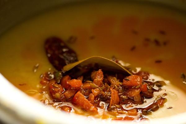 tomatoes for gujarati trevti dal recipe