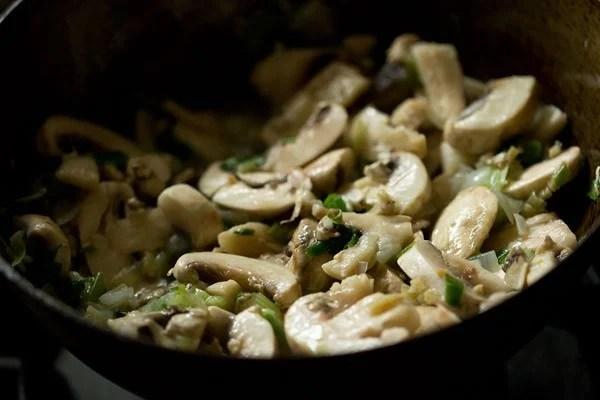sauting mushrooms to make mushroom noodles recipe