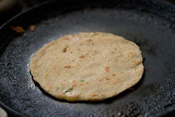 frying to make rajgira paratha recipe