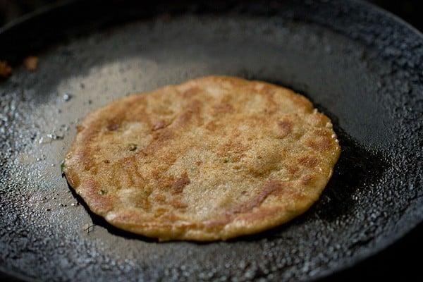 frying rajgira paratha