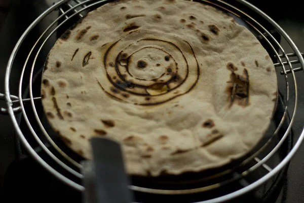making tandoori roti recipe on rack