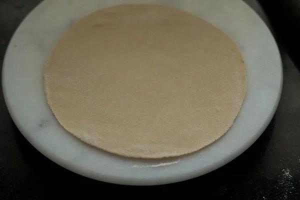 rolling tandoori roti
