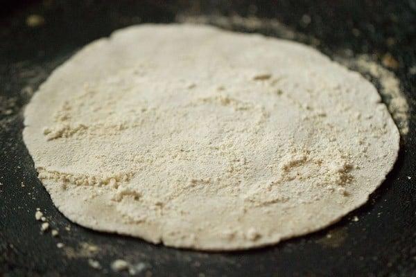 making jowar rotis or jowar bhakri