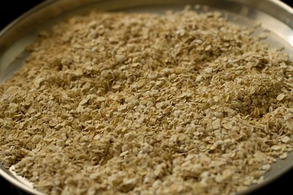 sauteing oats for oats upma recipe
