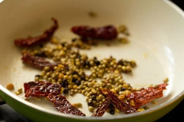 spices for arachuvitta sambar recipe
