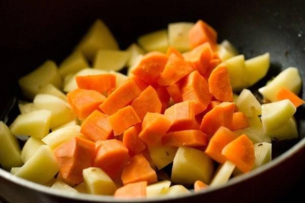 carrots for Bombay biryani recipe