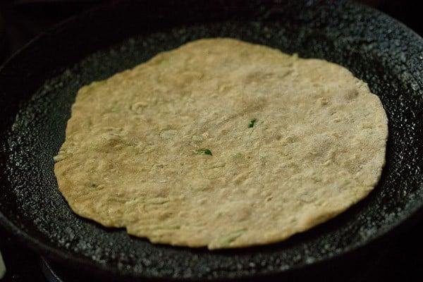 making lauki paratha, making doodhi paratha