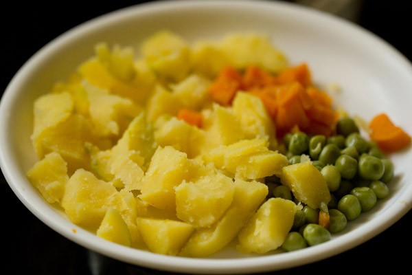veggies for poha upma recipe, making aval upma recipe