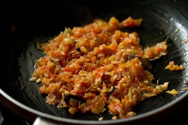 preparing paneer bhurji recipe