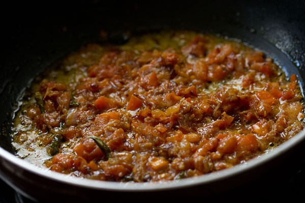 making Peshawari chole masala