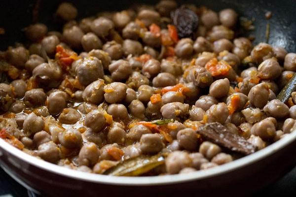 stir Peshawari chole masala