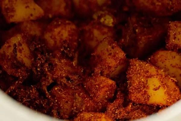 stir potato kurma masala