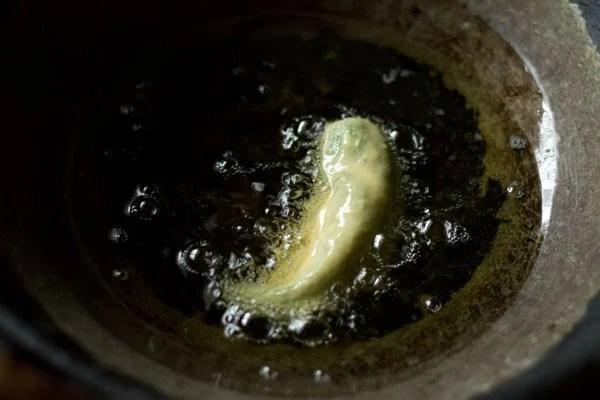frying Rajasthani mirchi vada recipe