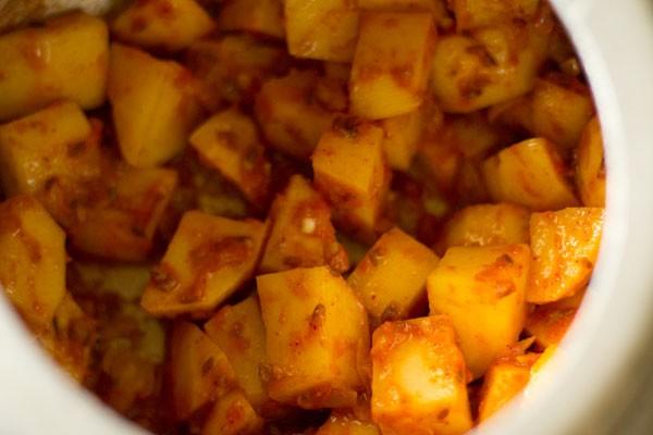 making aloo tamatar jhol recipe