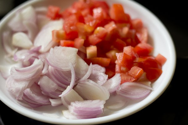 onions for mushroom biryani recipe