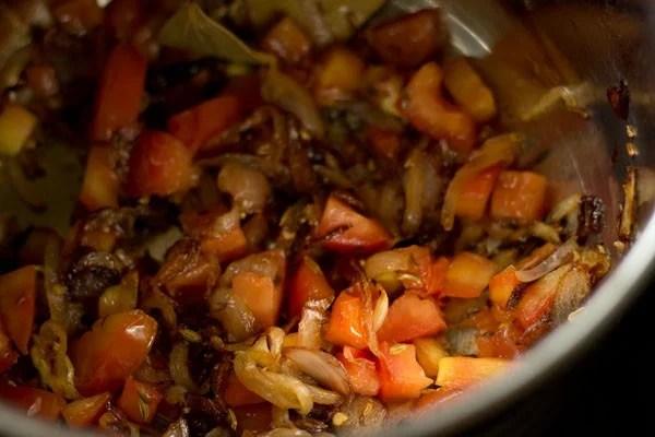 tomatoes for chettinad mushroom biryani recipe