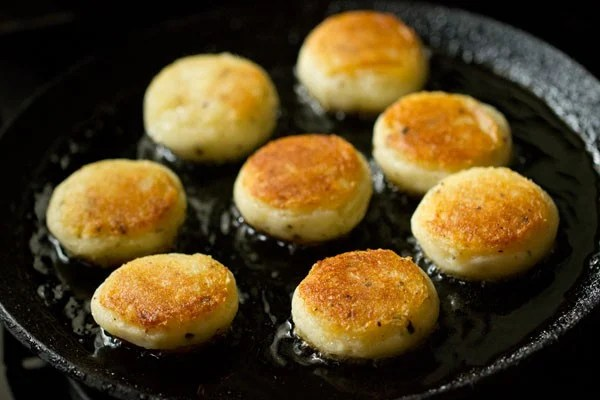 frying patties for aloo kofta recipe