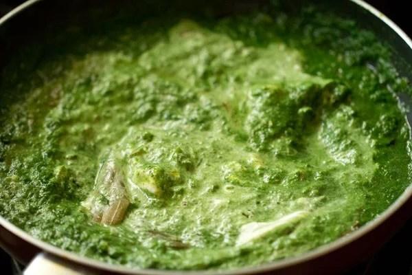 mix spinach gravy well