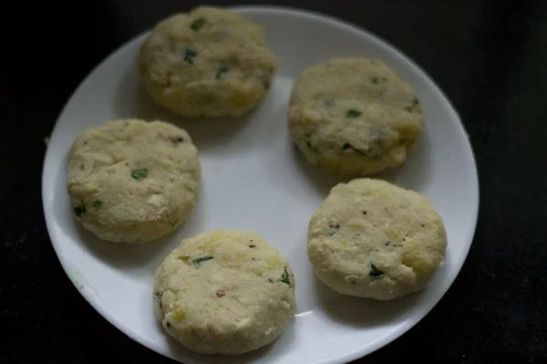 making kachche kele ke kofte recipe
