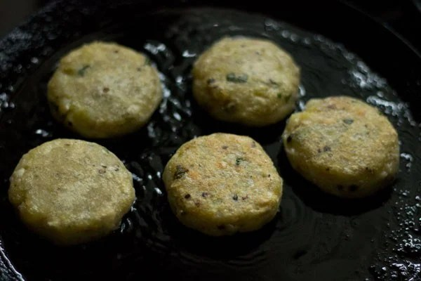 frying - kachche kele ke kofte recipe