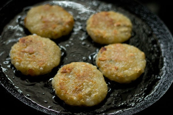 frying sabudana tikki
