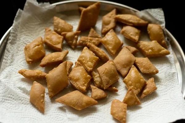 fried shakkarpara - shakkar pare recipe