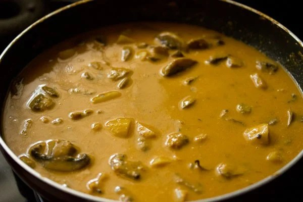 making potato mushroom curry recipe