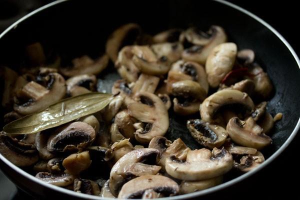 mushrooms for aloo mushroom recipe