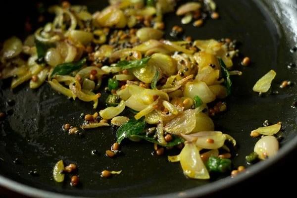 making cabbage poriyal recipe