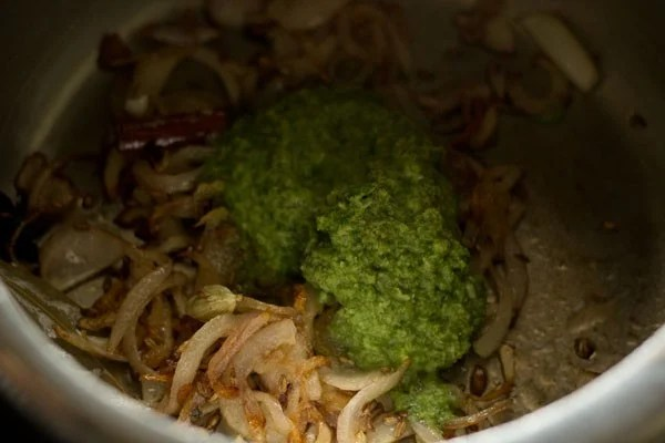 adding green chutney paste