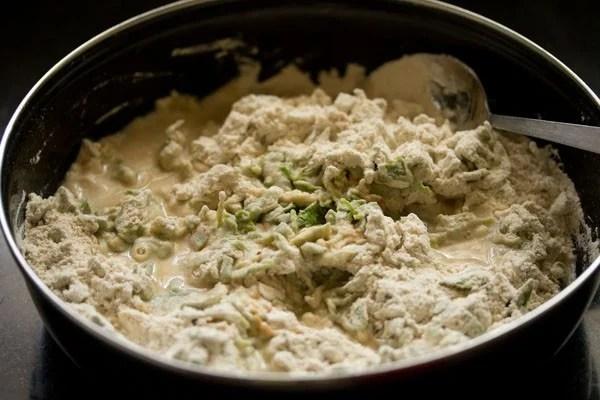 making methi puri recipe, making methi poori recipe