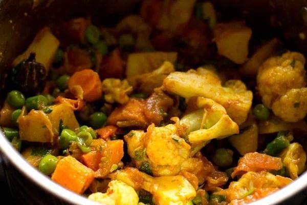 making veg tahiri recipe