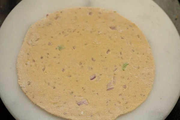 making Punjabi missi roti recipe