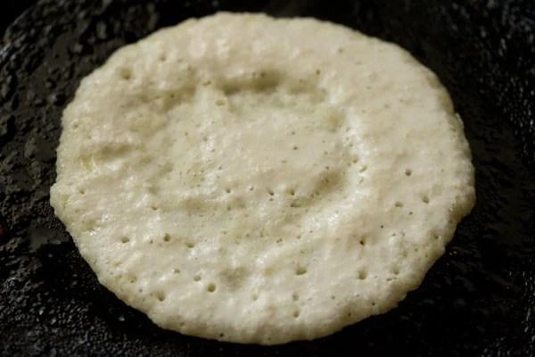 cooking rava uttapam