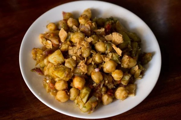 making aloo chana chaat recipe