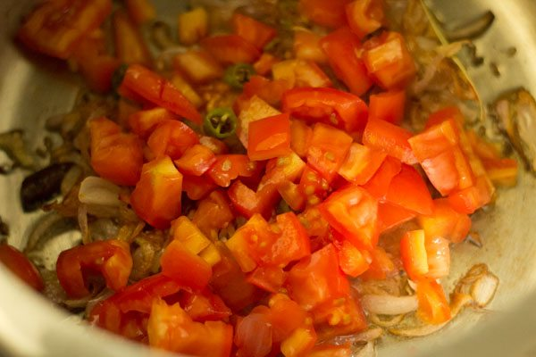tomatoes for lobia pulao recipe