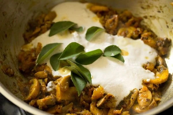 making mushroom korma recipe
