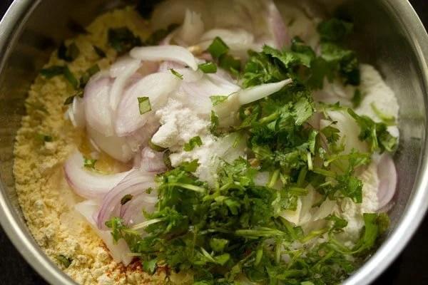 making onion fritters recipe