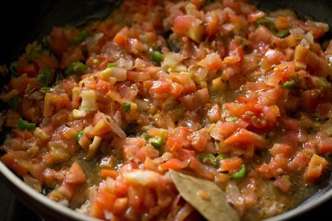 tomatoes for making paneer palak bhurji recipe