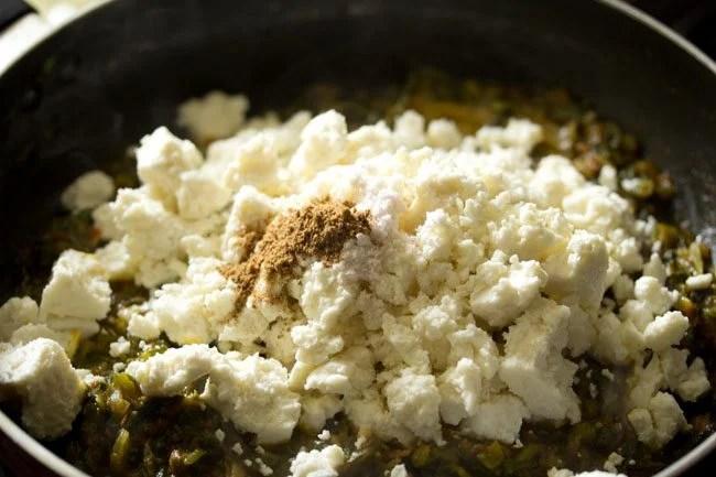 preparing paneer palak bhurji recipe