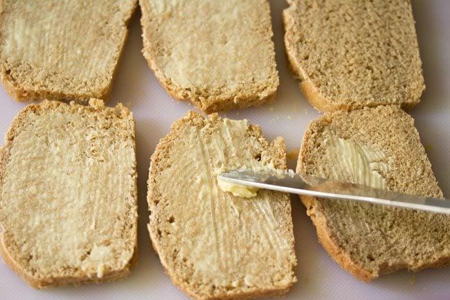 bread for potato sandwich on tawa