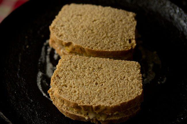 making aloo sandwich on tawa