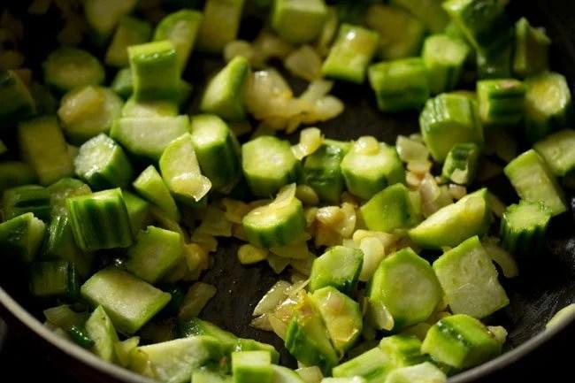 ridge gourd to make ridge gourd bhaji recipe