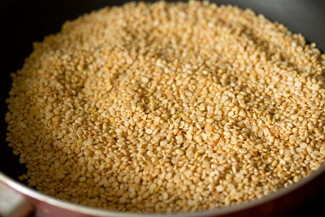 roasting urad dal for urad dal ladoo recipe