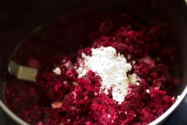 preparing beetroot chutney recipe