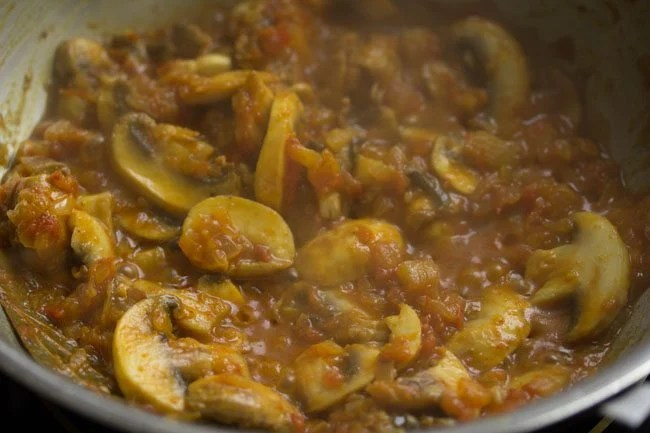 mushrooms to make mushroom do pyaza recipe